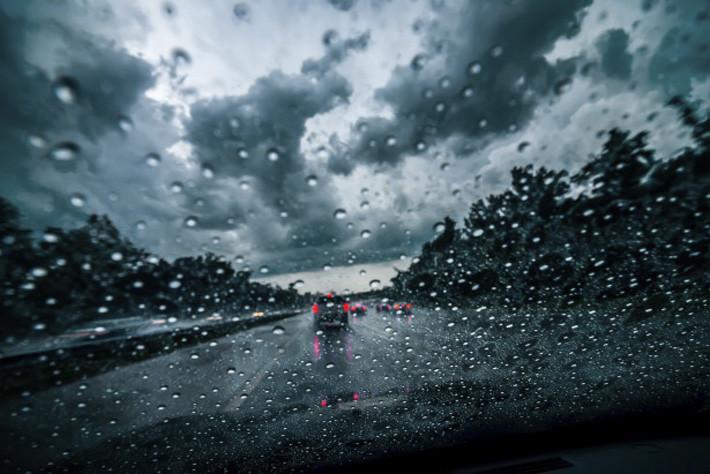 Conduccion bajo lluvia Alquimobil