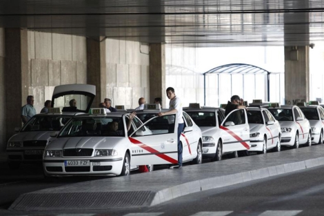 Alquiler coche vs taxi aeropuerto Madrid